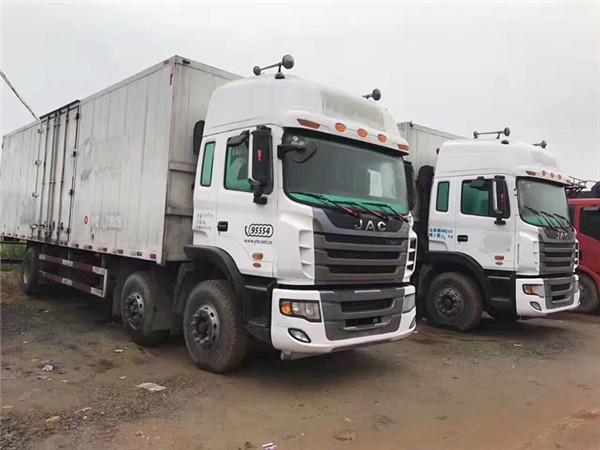 新的一批江淮JAC前四後四9.6米箱車。220馬力。自重不到10噸。國四排放。