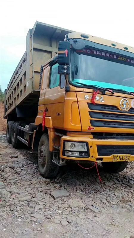 國三德龍340馬力,5.8米車廂,5道梁